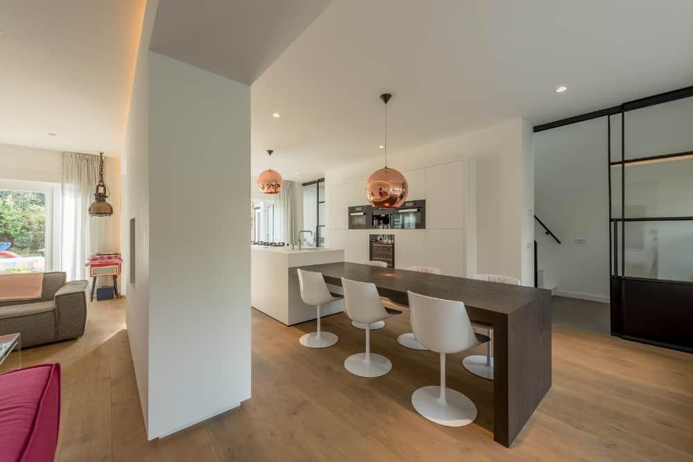 XXL ontwerp interieur door Stan van den Wildenberg tafel hoge stoelen