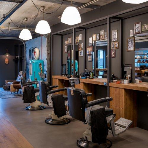 Mark's Barbershop interieurontwerp verbouwing Stan Wildenberg barbershop gietvloer hout