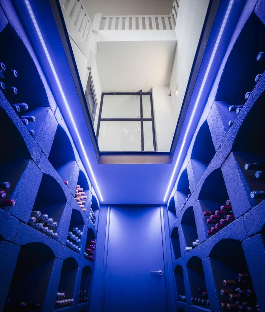 Klooster villa Stan Wildenberg ontwerp wijnkelder middels glasplaat