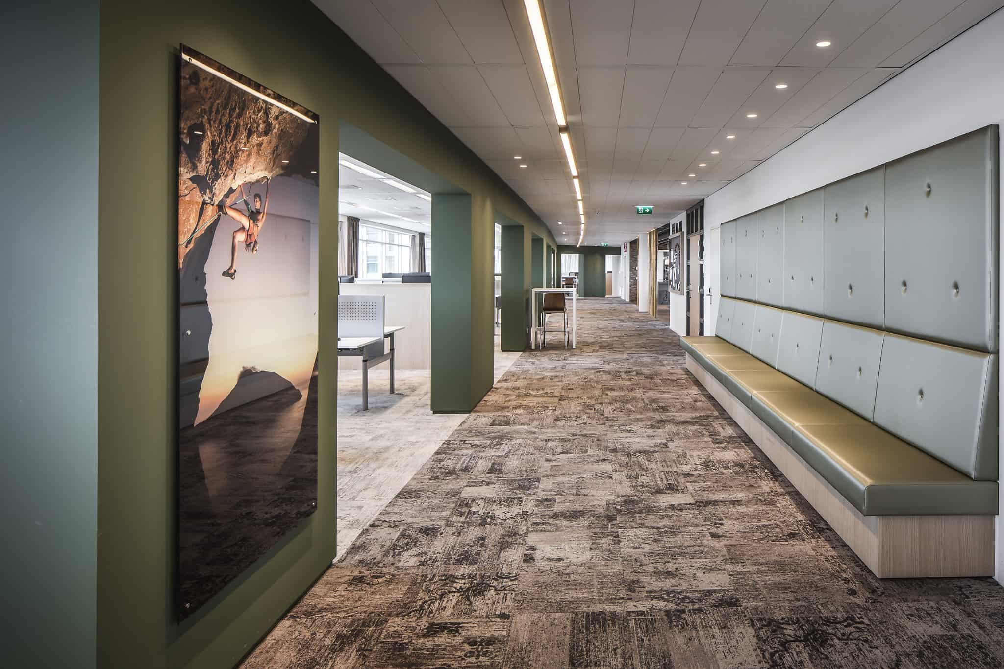 Klap interieur kantoor flexplek lange bank ontmoeting