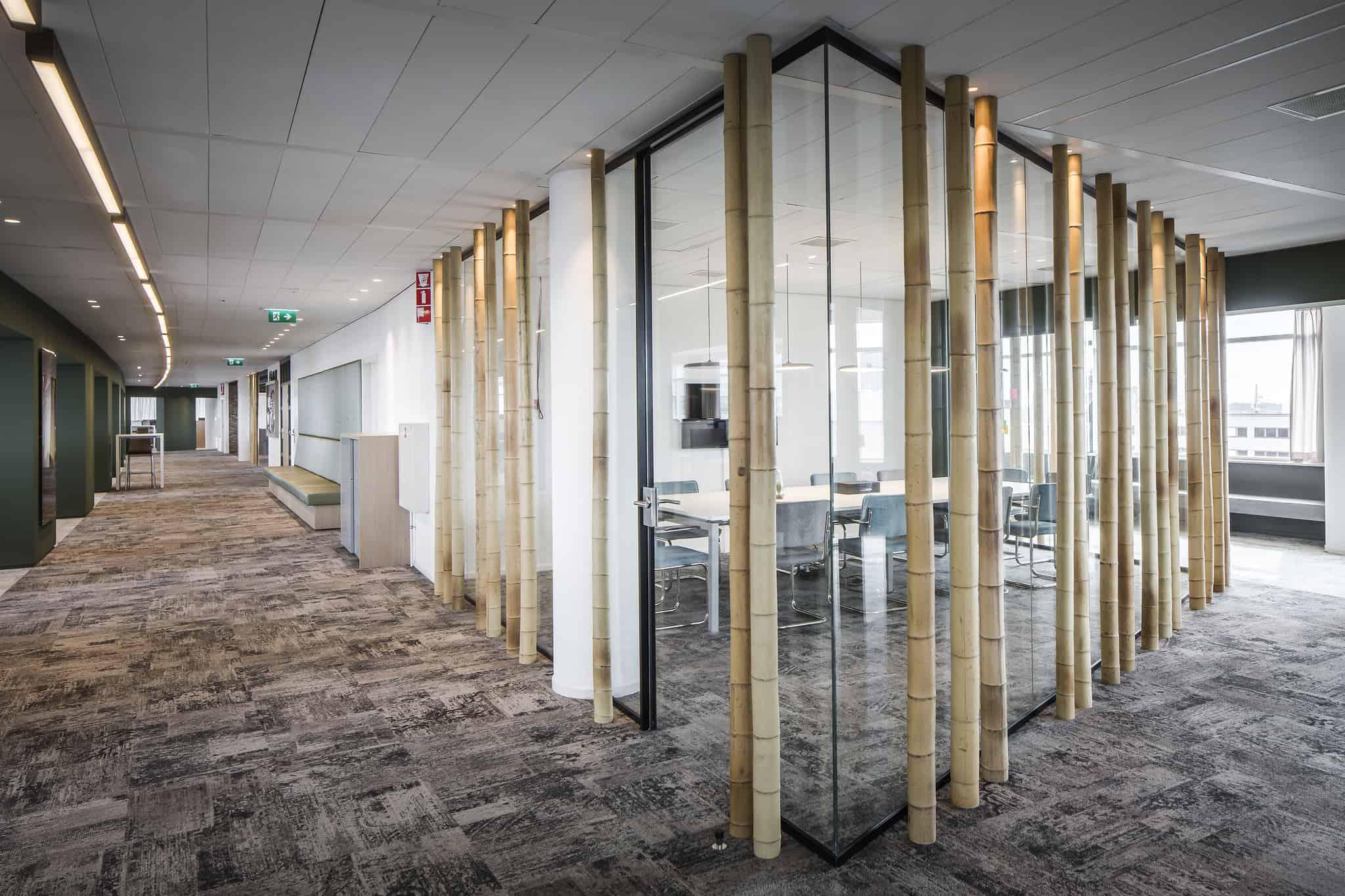 Klap interieur kantoor flexplek bar lange tafel zithoek tafel
