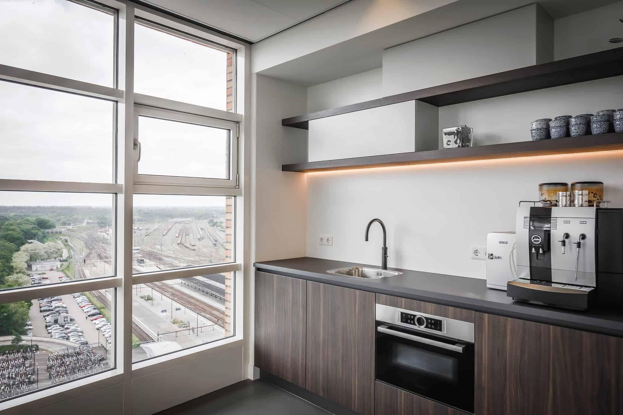 Wildenberg ontwerpt kantoor Delamine indirecte verlichting keuken pantry