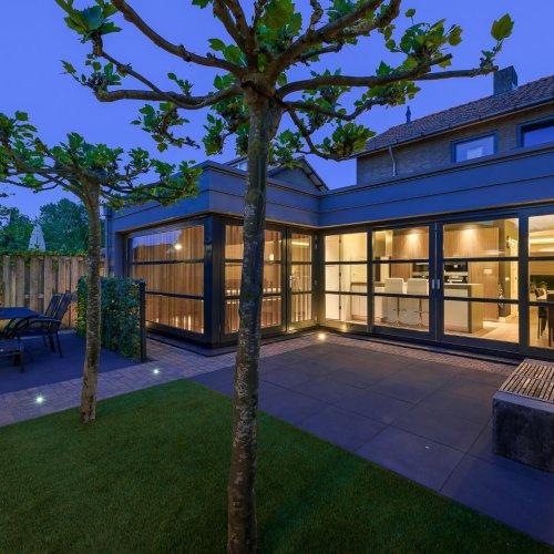 interieurarchitect Stan van den Wildenberg ontwerpt aanbouw met keuken en lounge kamer