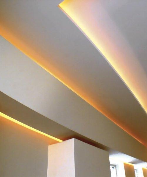 binnenhuisarchitect Stan van den Wildenberg ontwerpt villa in Amersfoort woonkamer met indirecte verlichting in plafond detail