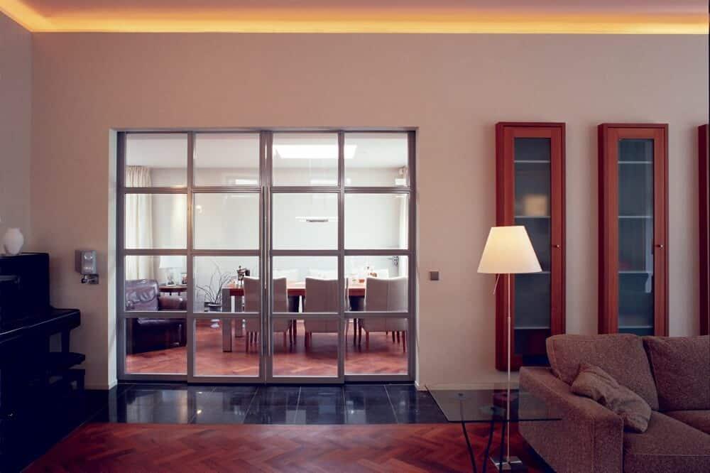 binnenhuisarchitect Stan van den Wildenberg ontwerpt villa in Amersfoort woonkamer met aanzicht eetkamer