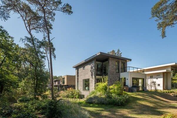 Stan van den Wildenberg ontwerpt bos villa achterzicht vanaf linker hoek