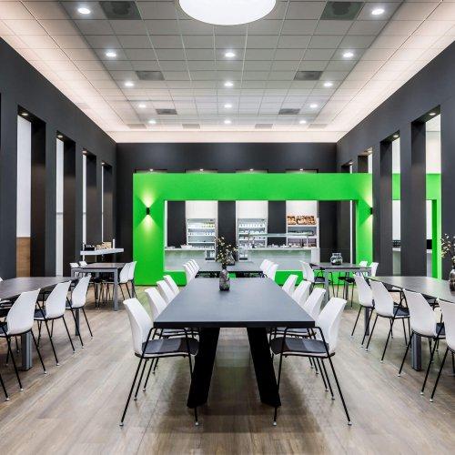 interieur architect Stan van den Wildenberg ontwerpt bedrijfsrestaurant voor Dimension Data Nederland in Amersfoort met zicht op uitgifte