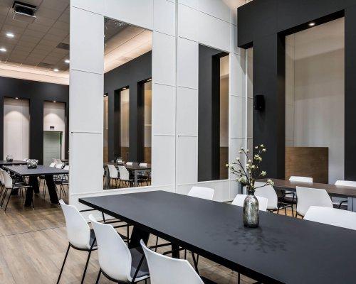 interieurarchitect Stan van den Wildenberg ontwerpt kantoor Dimension Data Nederland in Amersfoort met 5 meter hoge schuifdeuren