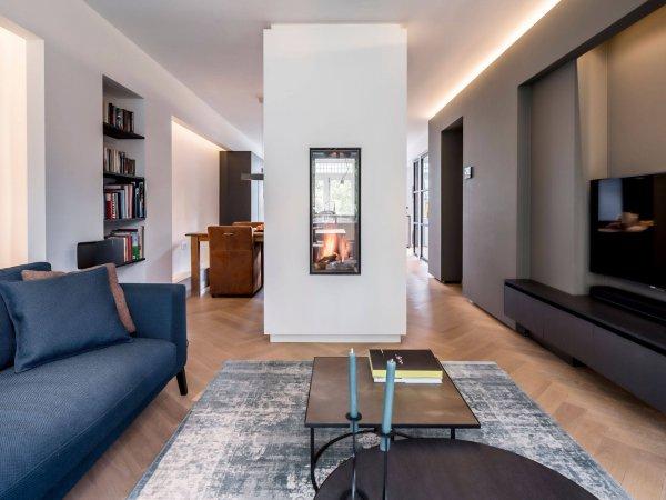 binnenhuisarchitect Wildenberg interieurontwerp maatwerk TV meubel vintage carpet doorkijkhaard