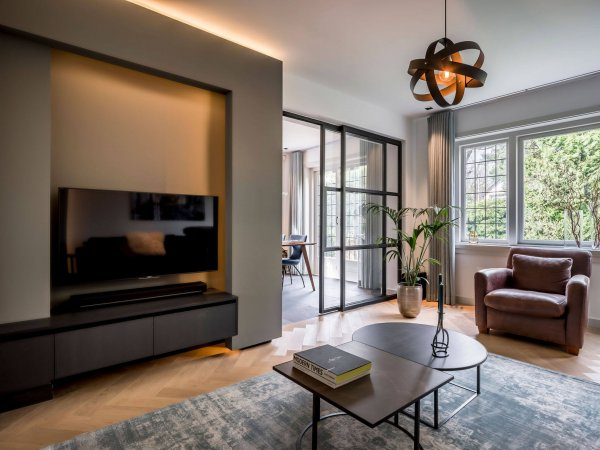 binnenhuisarchitect Wildenberg interieurontwerp vintage carpet, TV meubel op maat