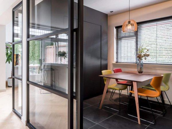 binnenhuisarchitect Wildenberg ontwerp kast op maat parket stalen deur eetkamer