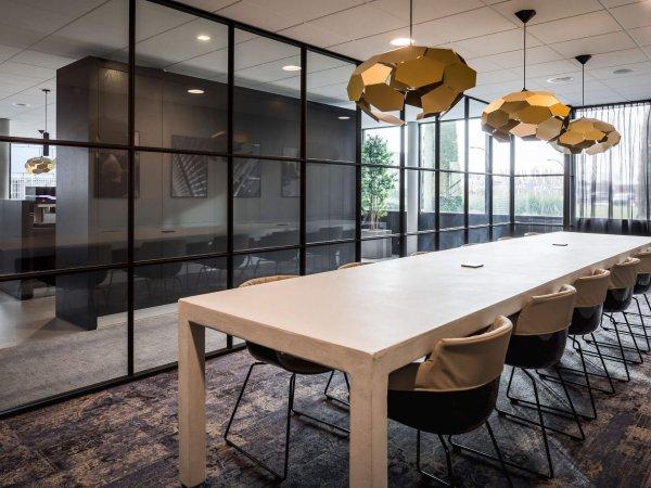 binnenhuisarchitect ontwerp kantoor hanglamp Gispen stoelen Gispen systeemwand Planeffect vloerbedekking Modulyss interieurdesign Wildenberg interieurbouwer Van Keulen