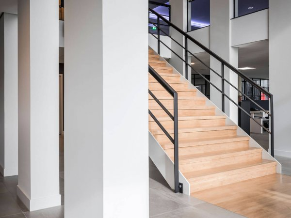 binnenhuisarchitect ontwerp trap vide hanglamp Maretti Dream systeemwand Planeffect interieurdesign Wildenberg