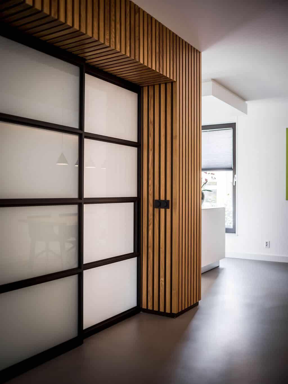 interieurarchitect Stan Wildenberg ontwerp interieur woonkeuken hoek stalen schuifdeuren Bulthaup houten wanden