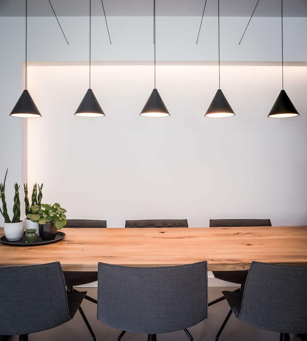 interieurarchitect Stan Wildenberg ontwerp interieur keuken eettafel hanglampen planten decoratie