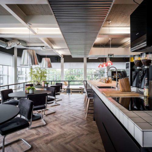 interieurarchitect ontwerpt kantoor Newpublic bedrijfsrestaurant Bacchi Quooker Siemens Ascaso Etna