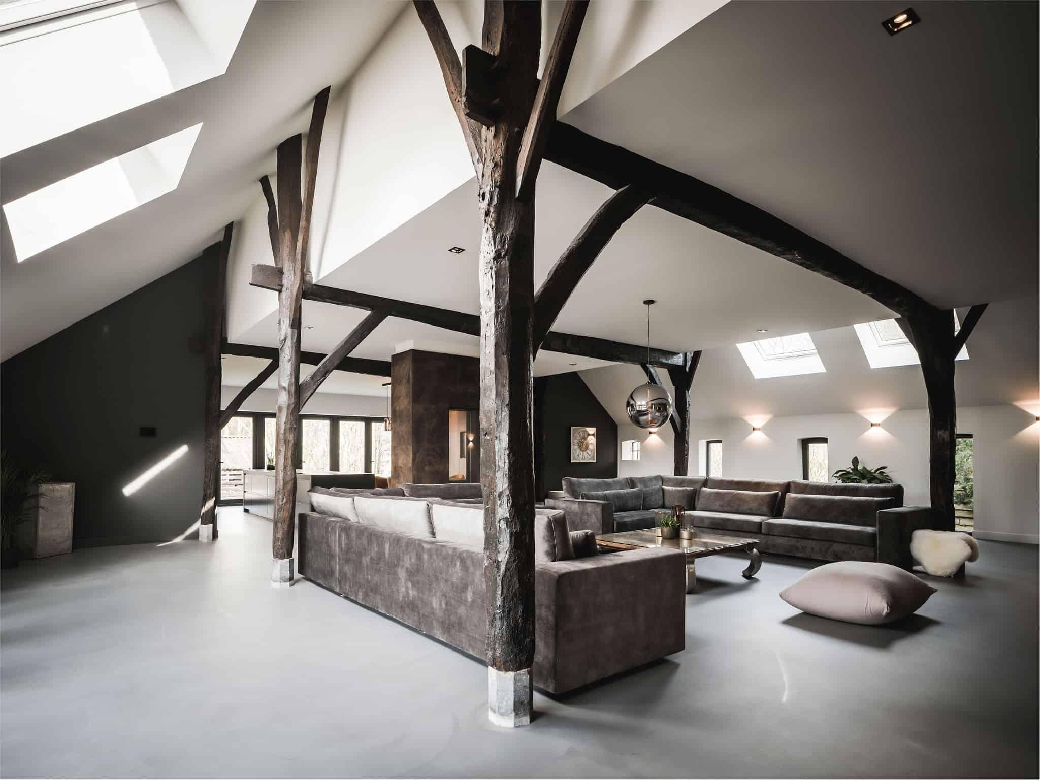 interieurarchitect Wildenberg ontwerp interieur woonboerderij Velux Kreon Kusk haarden beton gietvloer