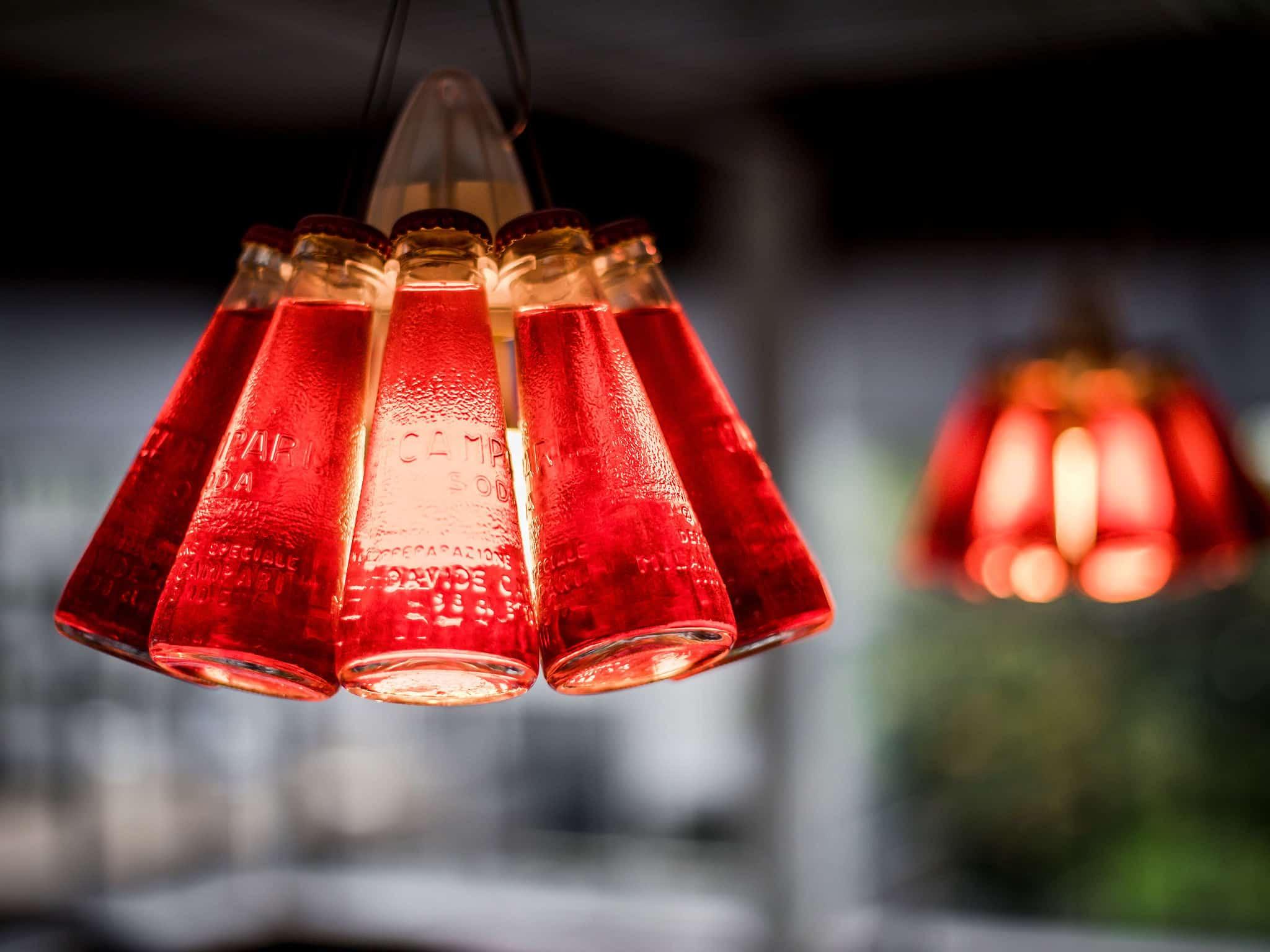 interieurarchitect Wildenberg ontwerp bedrijfskeuken Newpublic flessenlamp