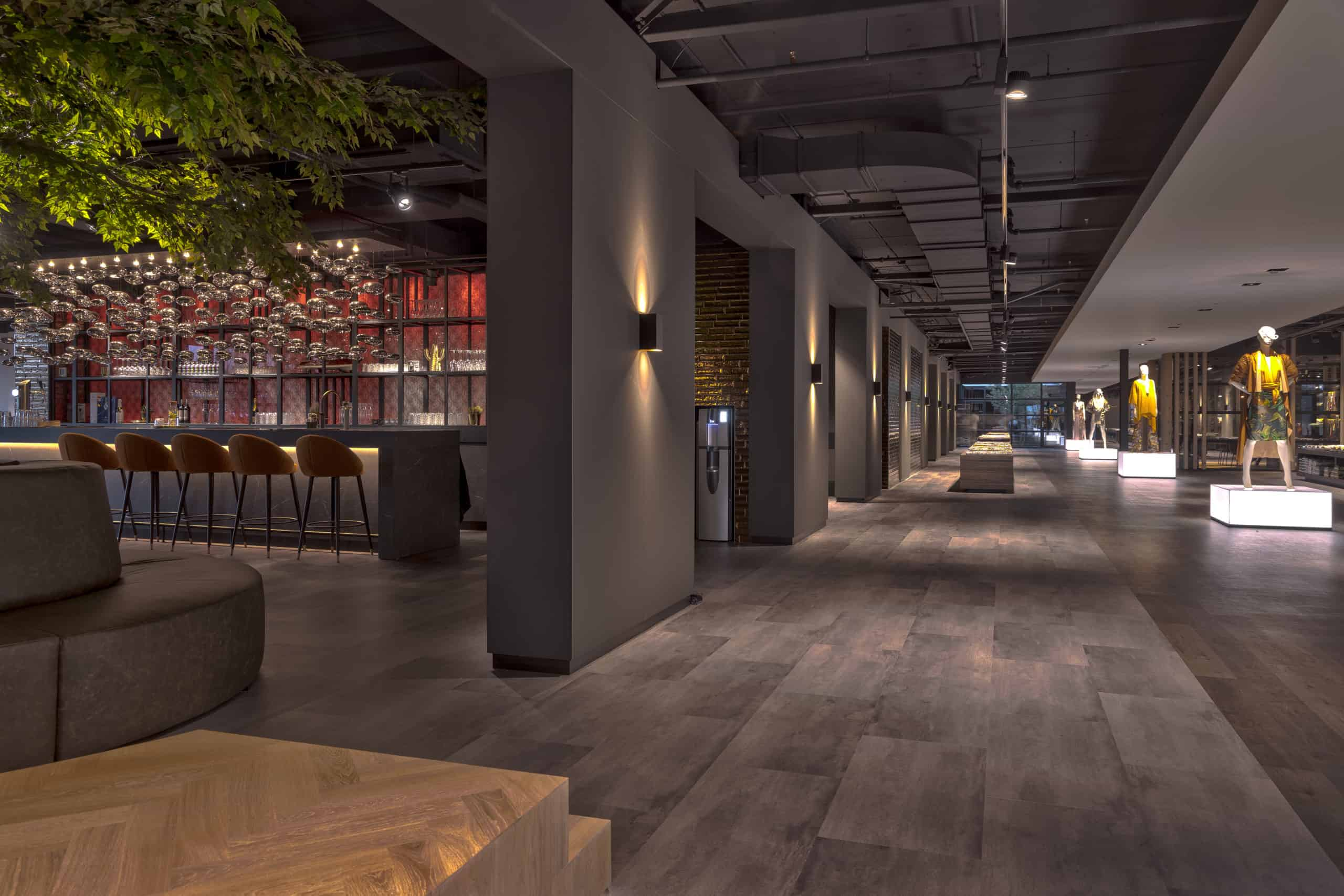 interieurarchitect Wildenberg ontwerp showroom Knipidee Almere bar wand etalagefiguren wsb maretti Dream iboma kerastone objectflor tarkett kopie