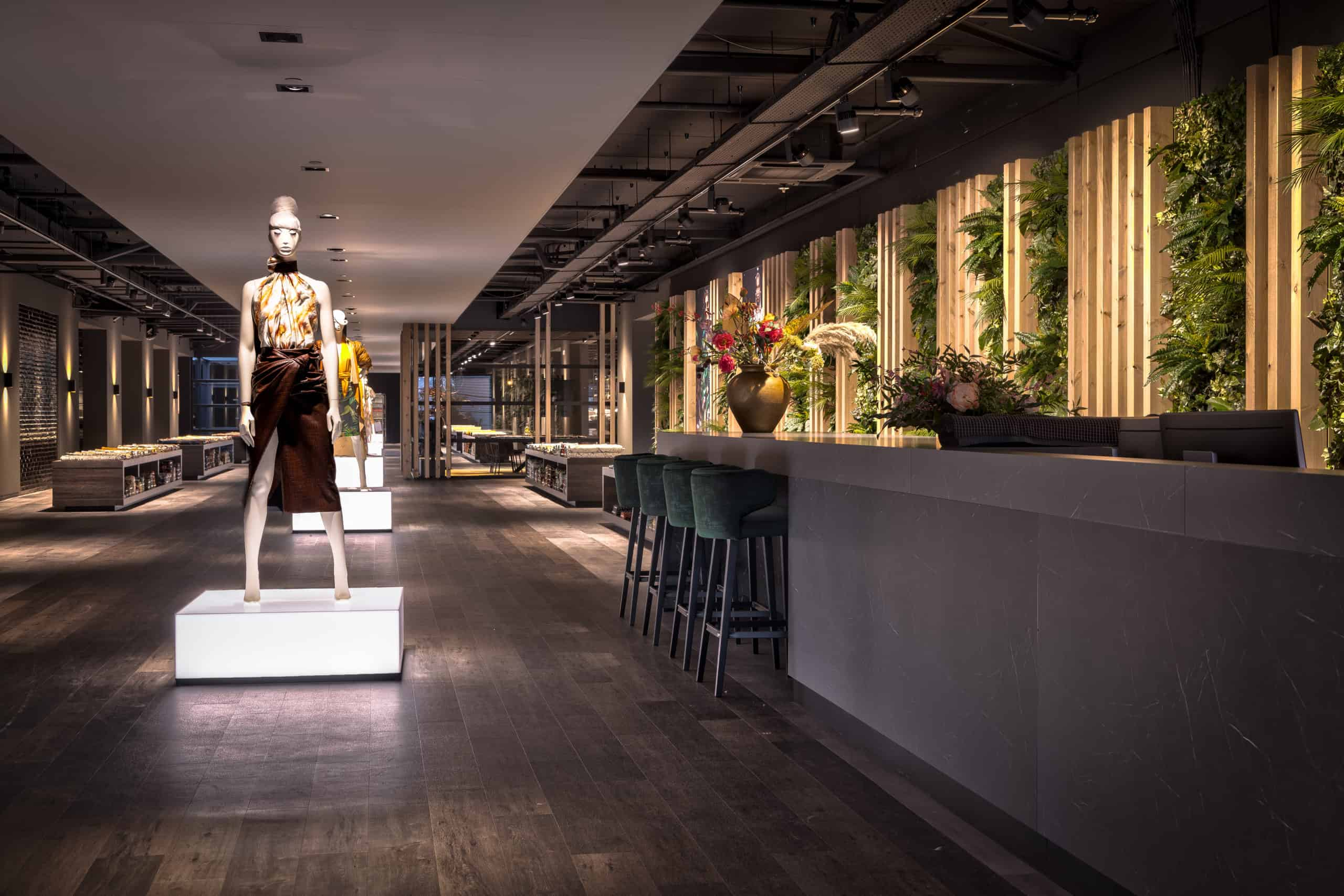 interieurarchitect Wildenberg ontwerp showroom Knipidee Almere receptie balie wsb maretti iboma kerastone objectflor tarkett