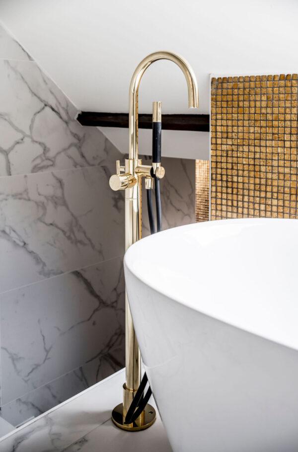 interieurarchitect Stan Wildenberg interieurontwerp interieur interiordesign luxurylifestyle luxuryinteriors luxuryhomes badkamer luxurybathroom gouden badkraan Peter Baas Photography