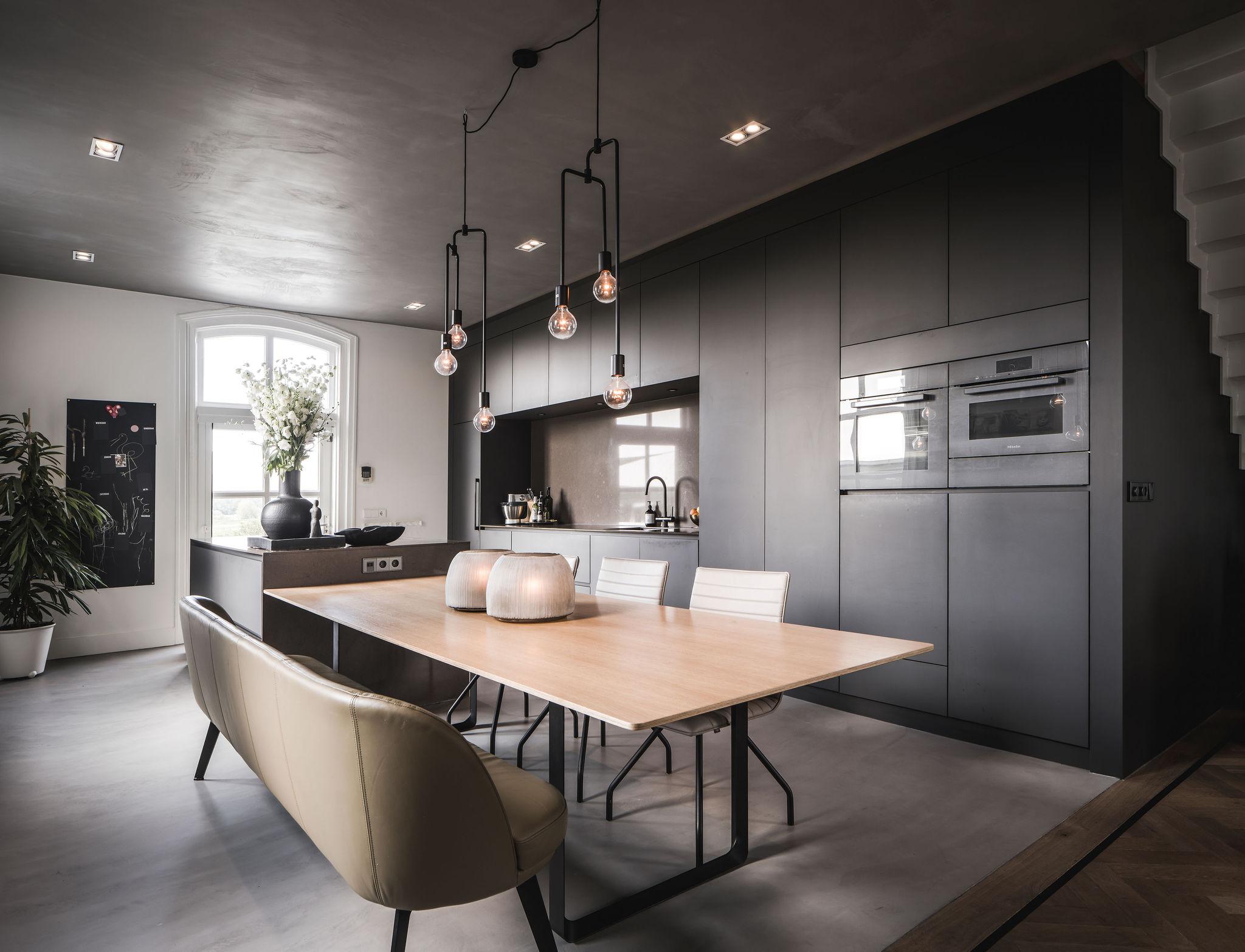 interieurarchitect-Stan-Wildenberg-interieur-interiordesign-luxurylifestyle-luxuryinteriors-luxuryhomes-vide-trap-glasballustrade-Peter-Baas-Photography-keuken bank